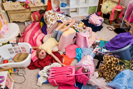girl's messy bedroom